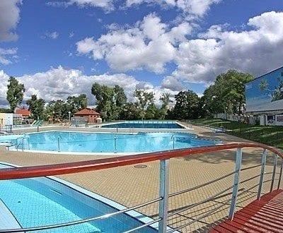 Pływalnia Letnia Błękitna Fala (fot. J. Małkowski; mosir.opole.pl)