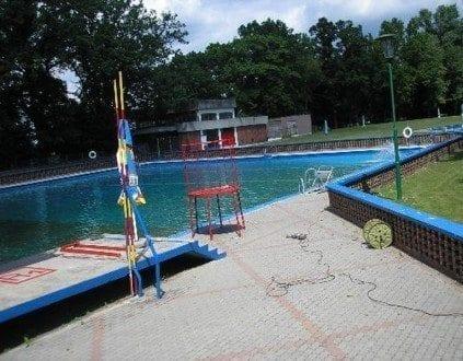 Basen Miejski Odkryty w Oleśnicy (fot. basen-olesnica.prv.pl)