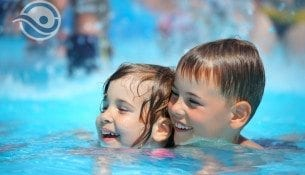 Trwają wakacyjne kursy pływania na basenie w Gnieźnie!