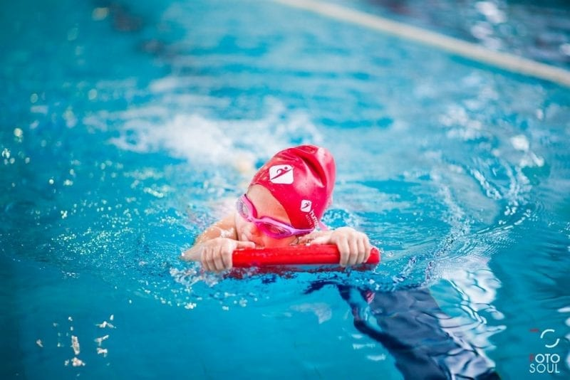 """Amatorskie zawody pływackie """"Już pływam"""" w Cieszynie"""
