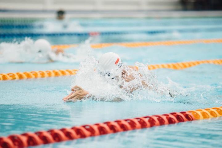 czy warto nauczyc sie plywac