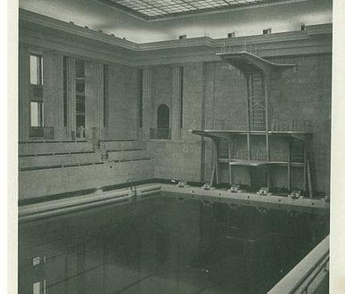 Basen w Pałacu Młodzieży na starej pocztówce (basen obecnie w remoncie)