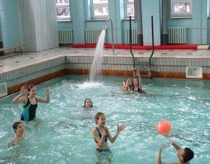 Basen Odkryty OSiR - Dzierżoniów (fot. hotelosir.pl)