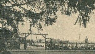 Basen kąpielowy w Lipnie. Brama wjazdowa na teren kompleksu. Fotografia z 1938 roku