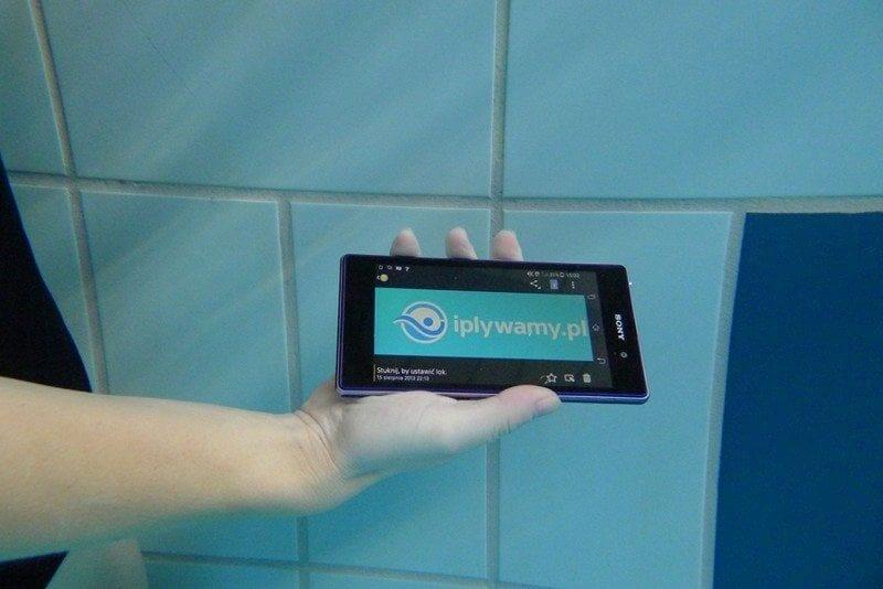 Telefon na basenie