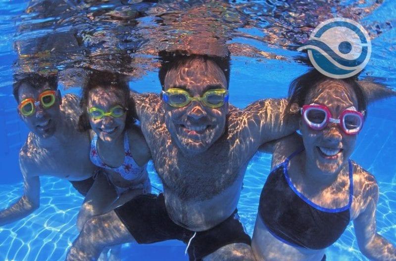 Impreza Mikołajkowa na krytej pływalni w Sopocie