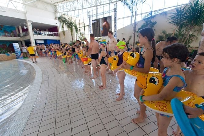 Bijemy Rekord Guinnessa na Największą Lekcję Pływania na Świecie