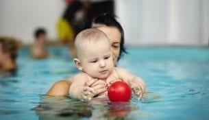 Niemowlaki na basenie