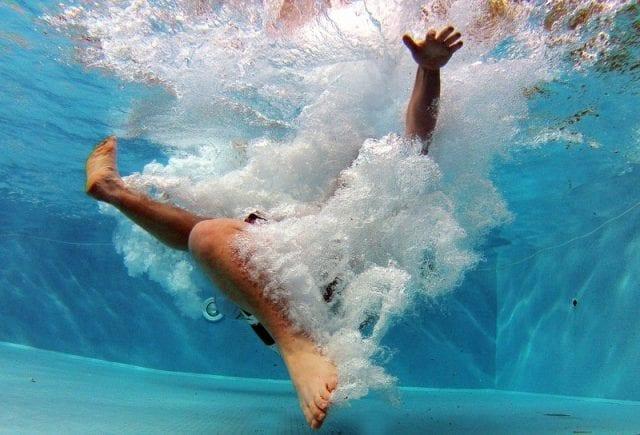 co zabrac na basen