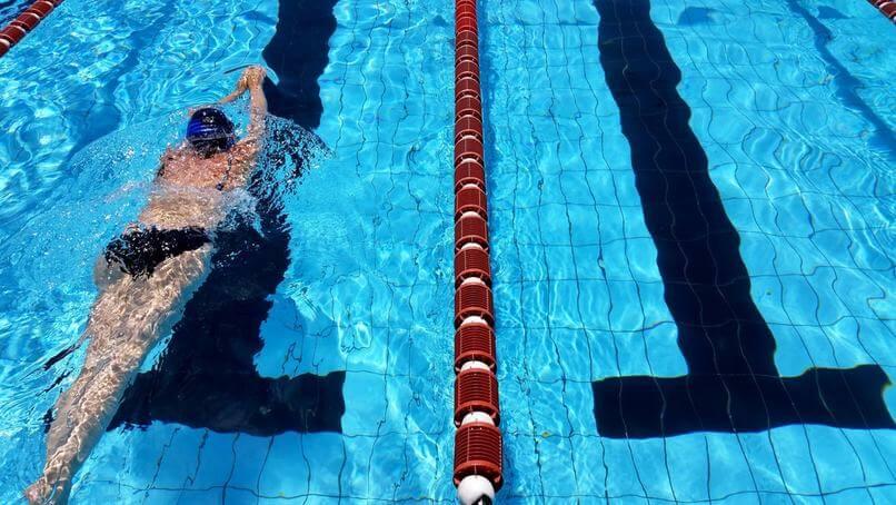 opieka podczas zajec na basenie