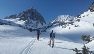 backcountry-skiiing
