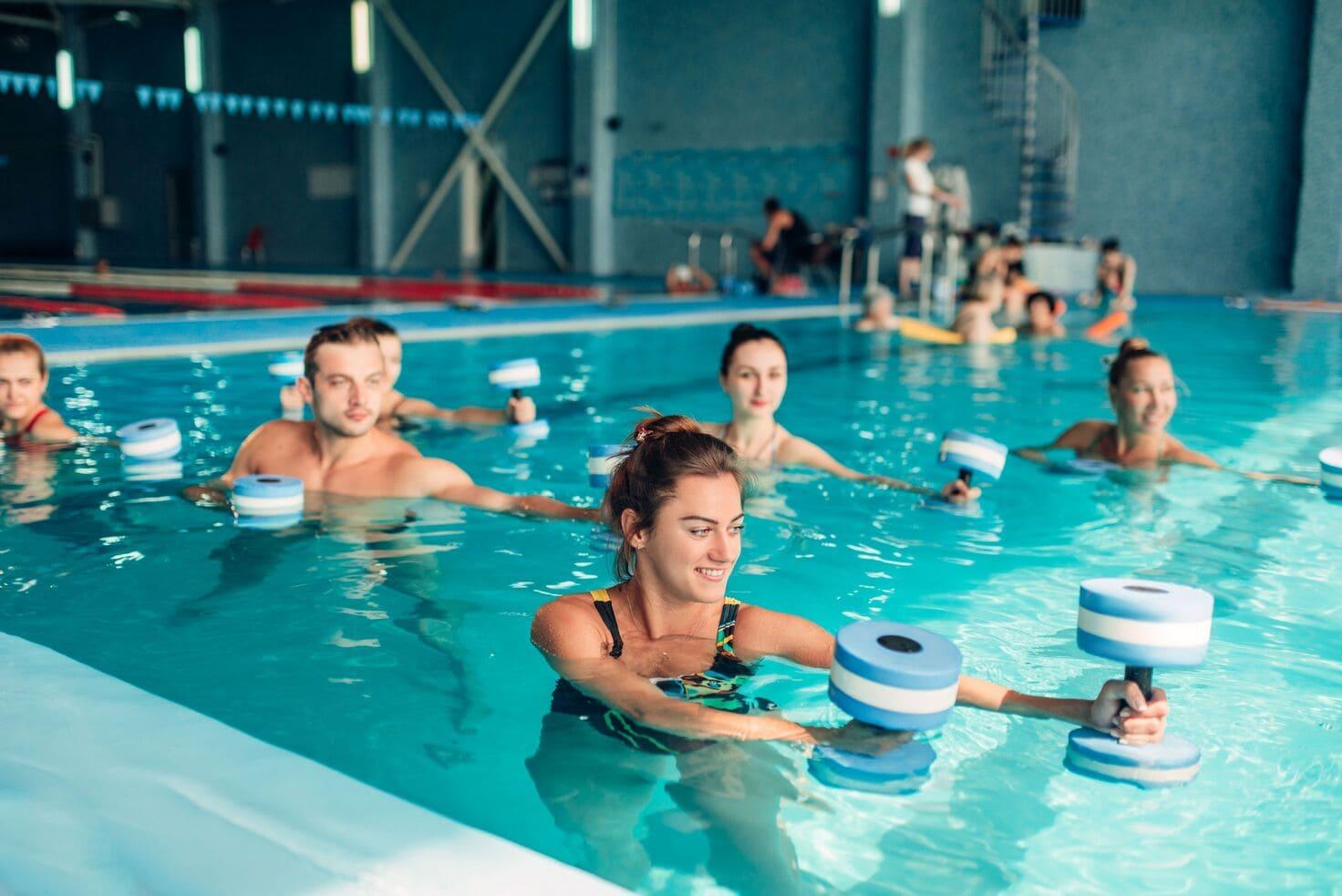 Dlaczego warto zapisać się na zajęcia aqua aerobik_
